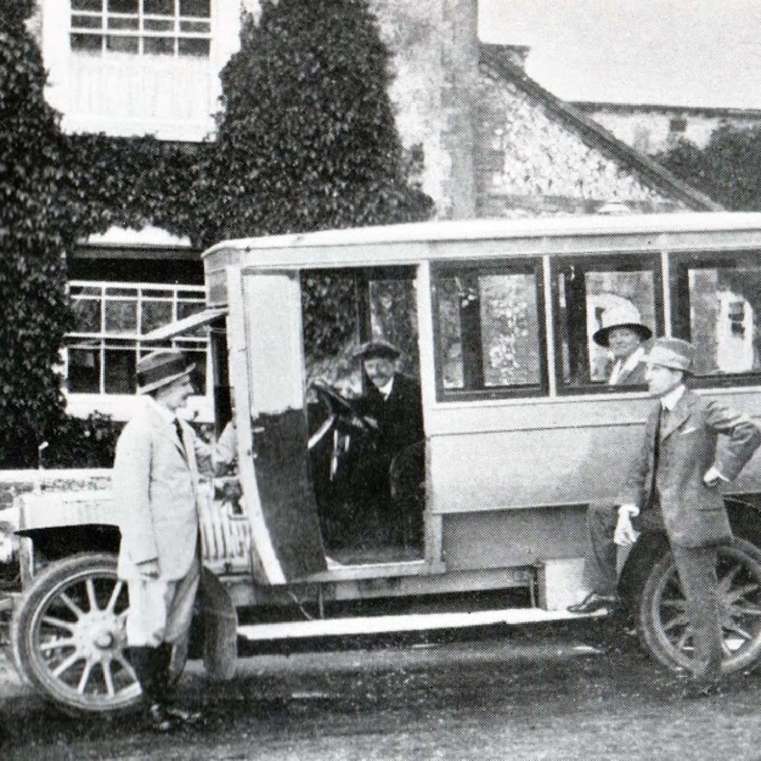 The Club Bus in 1913. On the left is Major E.B. Hales, Secretary, right is S.W. Nodes, Club Captain