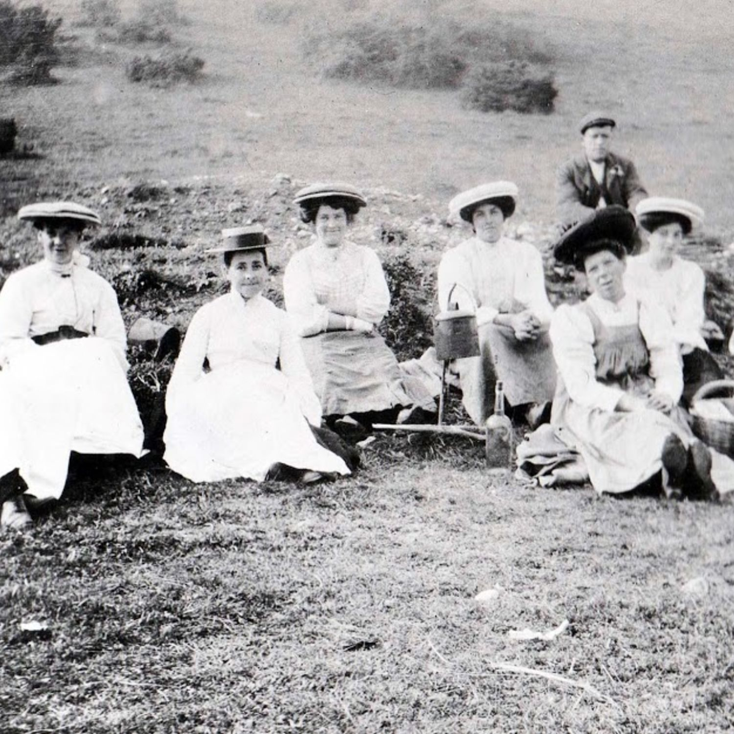 1915. Wives of the greens staff enjoy a picnic