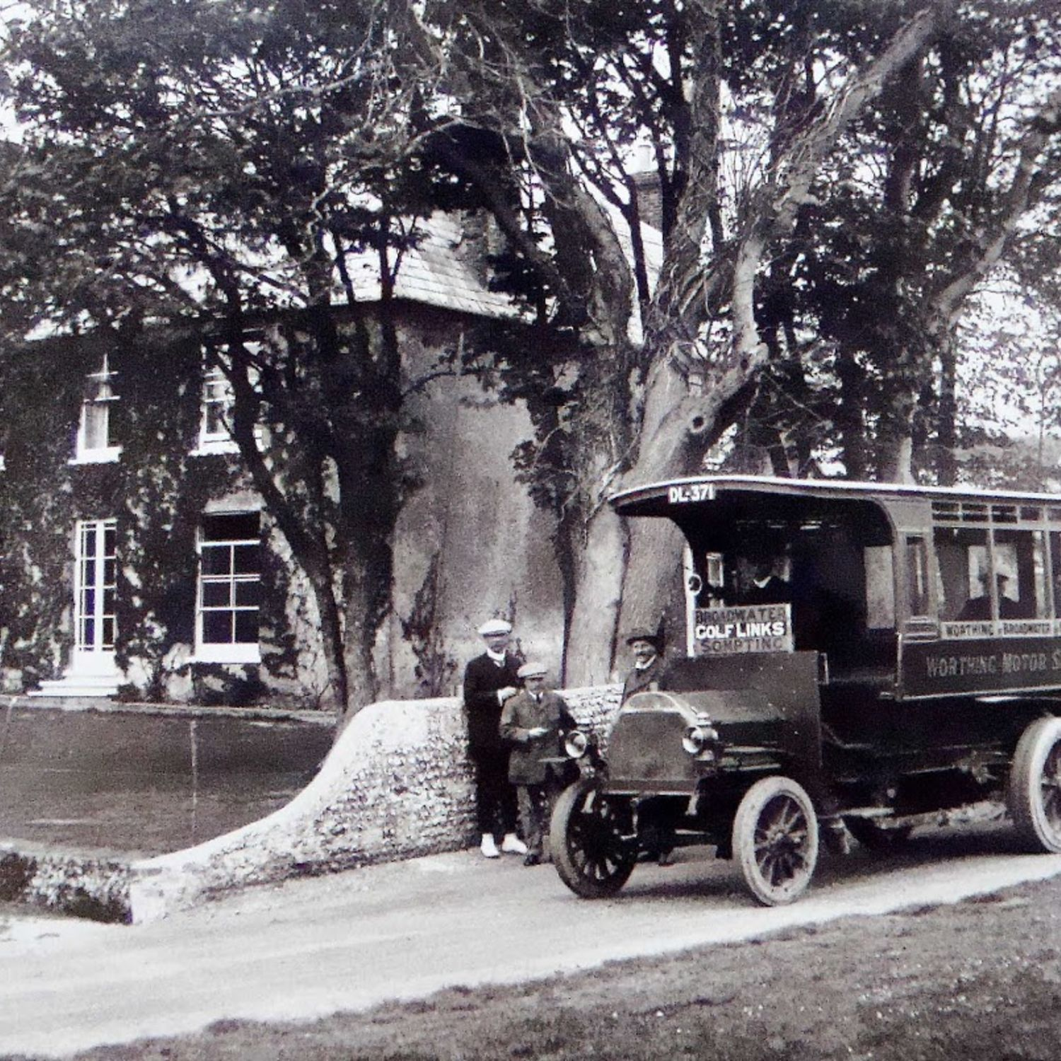 Worthing Motor Services provided a bus with a route that included Broadwater, Worthing Golf Links an