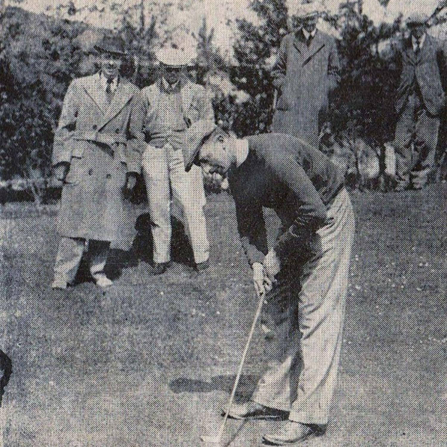 1938. R.A. Howell putting in the final of the Sussex Amateur Golf Championship at Worthing.