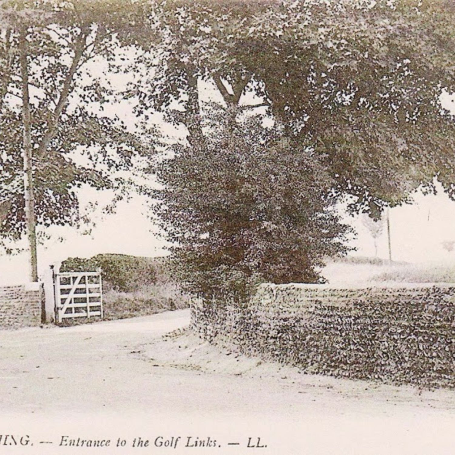 The entrance to Worthing Golf Club, in this postcard.